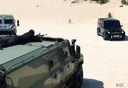 شلیک گلوله به خودرو مرسدس بنز جی کلاس برای تست مقاومت خودرو