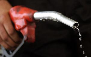 برای تمام مردم ایران سهمیه بنزین تعیین کنیم