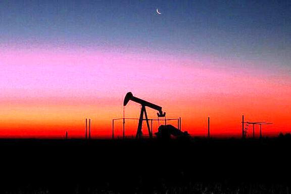 کاهش قیمت نفت خام در مقابل افزایش ارزش دلار در بازارهای جهانی