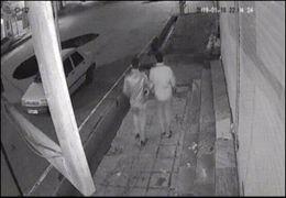لحظه سقوط پراید در حفره خیابان+ ویدئو