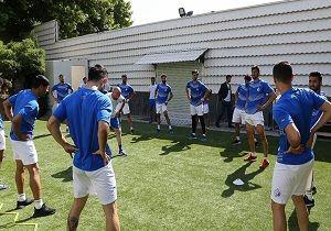 بازیکنان استقلال پیراهنهای جدید خود را تحویل گرفتند