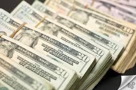 کاهش 4.2 درصدی قیمت فروش دلار در بهار امسال