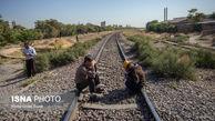 تجمع کارگرات هپکو در مسیر راه آهن شمال - جنوب