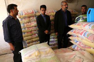 دادستان عمومی شهرستان زرند مرغ های احتکار شده را به قیمت 5 هزار تومان بین مردم توزیع کرد